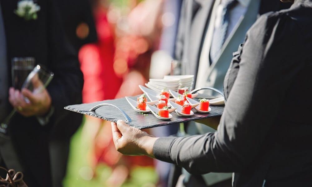 Servicii de catering: tot ce trebuie să știi pentru a face alegerea corectă
